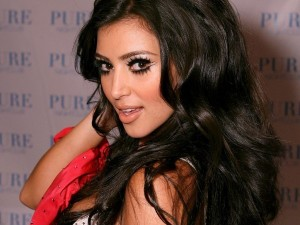 Kim-Kardashian-with-Huge-Eye-Lashes-600x450